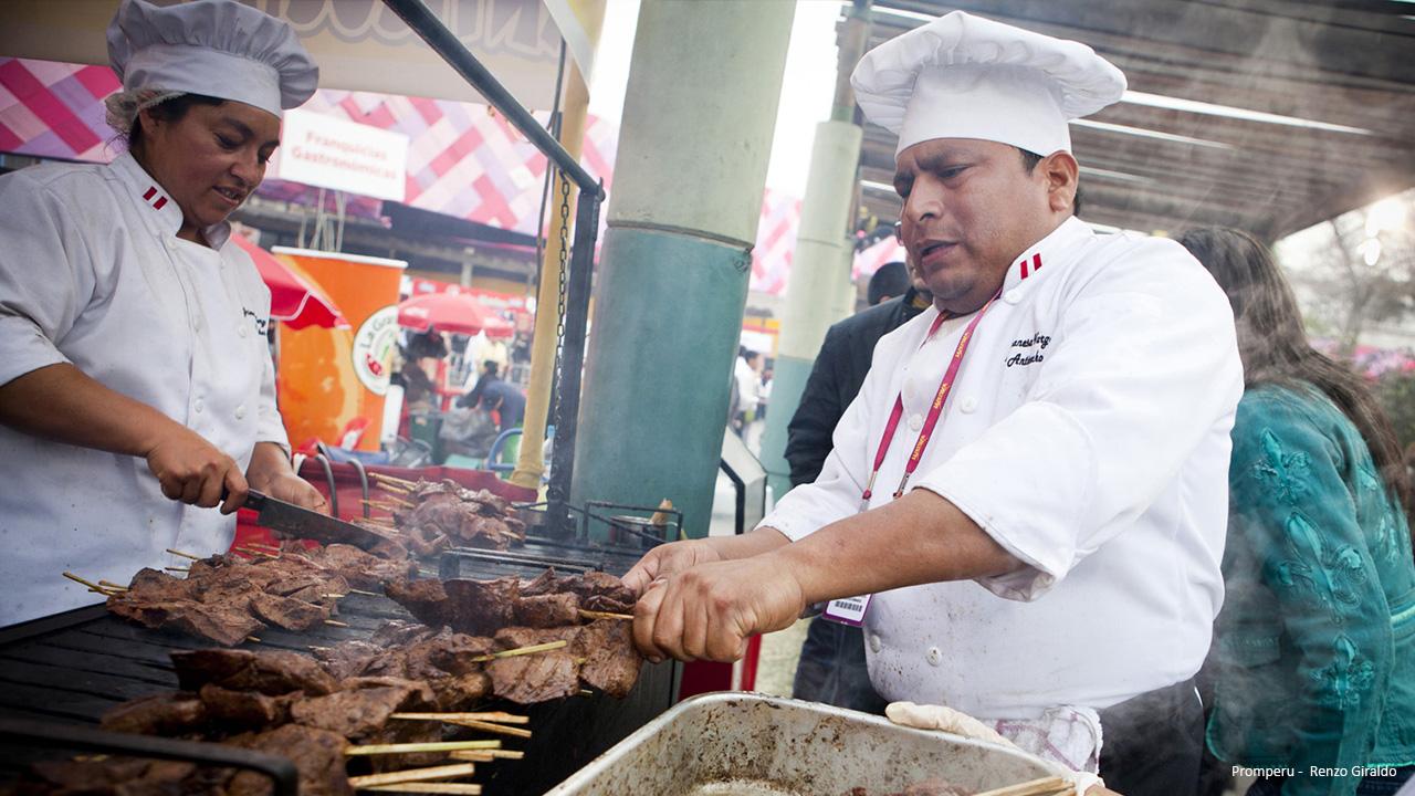 Feria Gastronómica Mistura - Preparación de Anticuchos